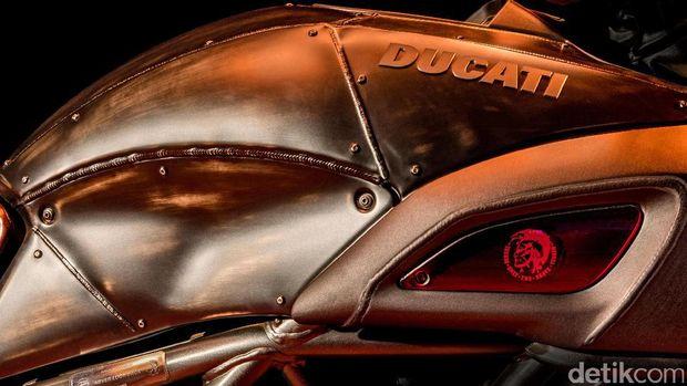 Bagian tangki Ducati Diavel Diesel