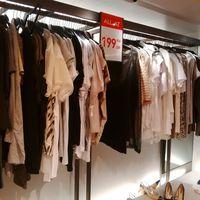 Zara Diskon Hingga 70%, <i>T-shirt</i> Mulai dari Rp 90 Ribu