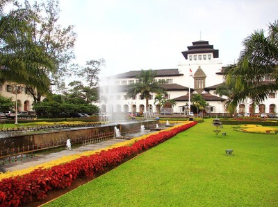Kunjungan Wisman Turun Gegara Corona, Bandung Maksimalkan Wisnus