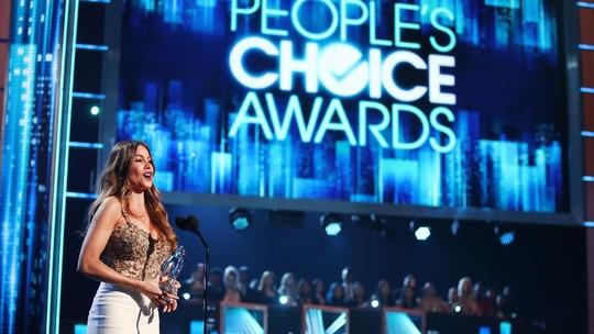 Sofia Vergara Heboh Banget Raih Piala Peoples Choice Awards