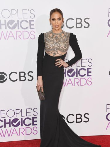 Jennifer Lopez Seperti 27 Tahun di Usia 47, Apa Rahasianya?