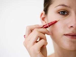 Tips Pakai Concealer di Bawah Mata dari Makeup Artist Profesional