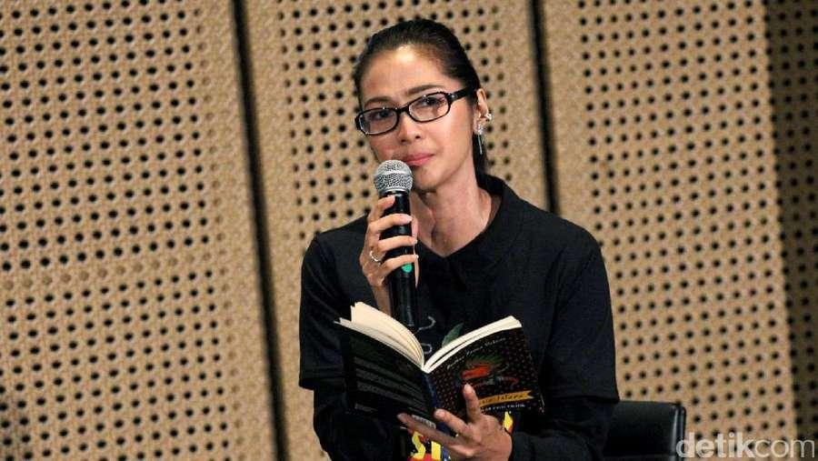 Cantiknya Maudy Koesnaedi Tak Lekang Oleh Waktu