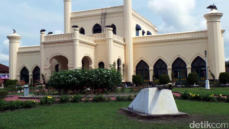 Istana Siak Sri Indrapura yang megah (Wahyu/detikTravel)