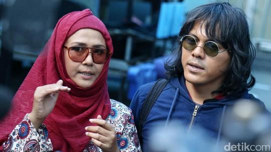 Pulang Umrah, Ria Irawan dan Mayky Jadi Makin Mesra