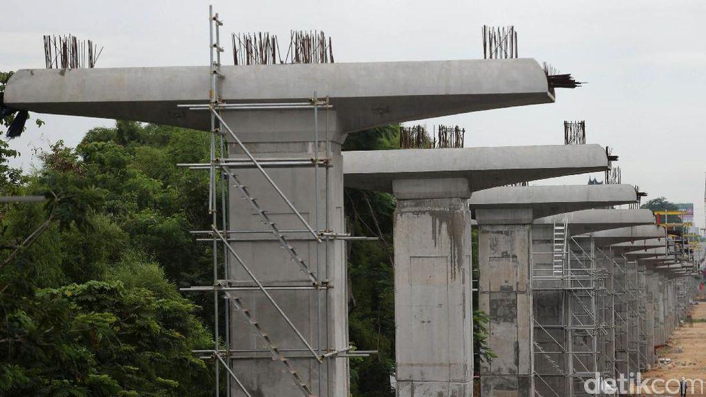 Luhut Serahkan Masalah Lahan Pramuka untuk LRT ke Sri Mulyani
