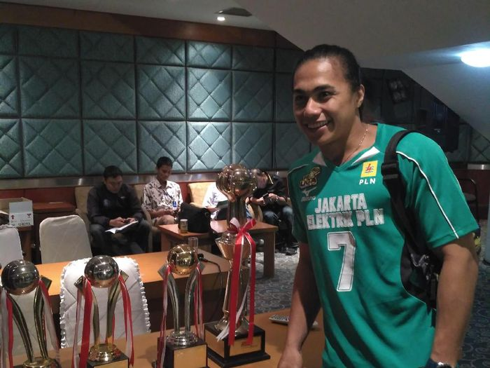 Pemain voli Jakarta Elektrik PLN Aprilia Manganang