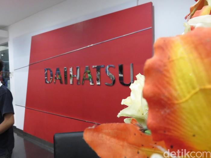 Manajemen Daihatsu dalam jumpa pers mengenai program Daihatsu setia di Gorontalo
