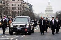 Mobil dinas Donald Trump yang aman dari bom.
