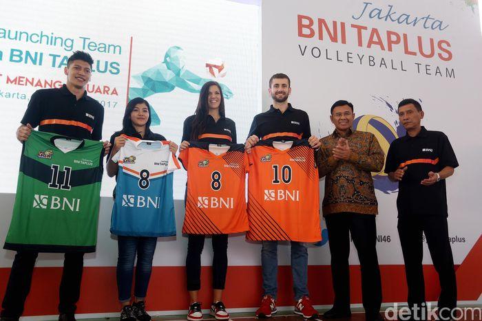 BNI Taplus memperkenalkan tim putra dan putri di Kantor Pusat BNI, Jakarta, pada Senin (23/1/2017).