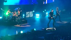 Metallica Batal Tampil di Dua Festival karena James Hetfield Butuh Terapi