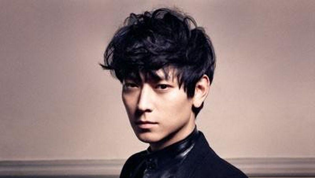 Kang Dong Won Tanggapi Kritik Netizen Saat Dibilang Tua di Preskon Peninsula