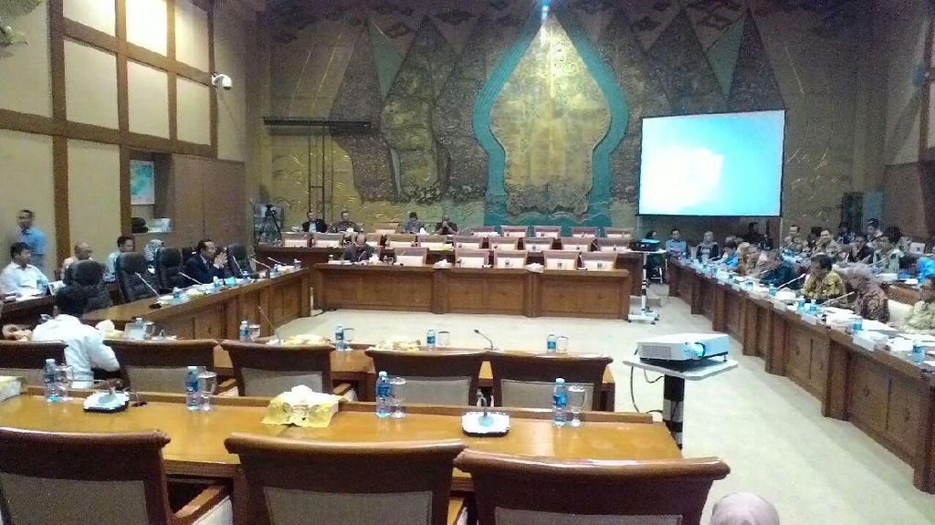 Bahas Limbah, Komisi VII Rapat Tertutup dengan KLHK