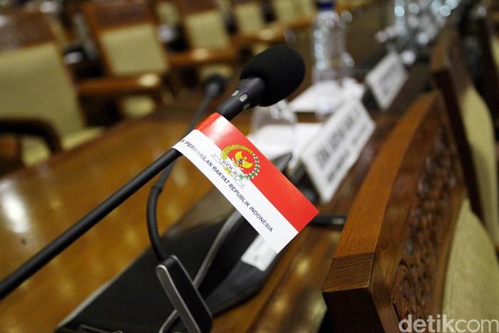 DPR hari ini, menggelar rapat paripurna untuk membahas revisi UU MD3. Fraksi-fraksi akan menyampaikan pandangan soal revisi UU MD3 menjadi usul inisiatif DPR.