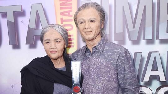 Keren! Seperti Ini Wajah Ricky Harun dengan istrinya 50 Tahun Mendatang