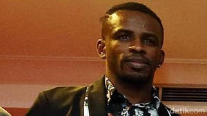 Greg Nwokolo Nilai Wacana Pembatasan Usia Pemain Tak Masuk Akal