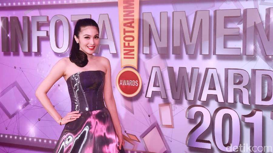 Anggunnya Sandra Dewi di Red Carpet
