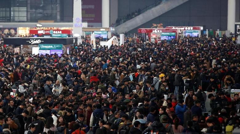 Jelang perayaan Imlek, ratusan juta warga China melakukan mudik massal.