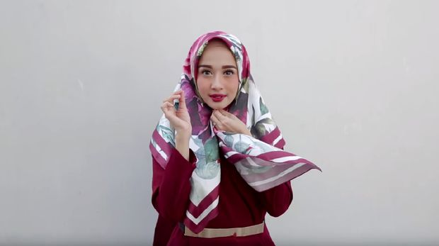 Tampil Cantik ke Acara Formal dengan Tutorial Hijab Ala Laudya Cynthia Bella