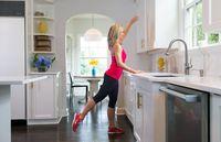 Olahraga bisa membantu turunkan berat badan.
