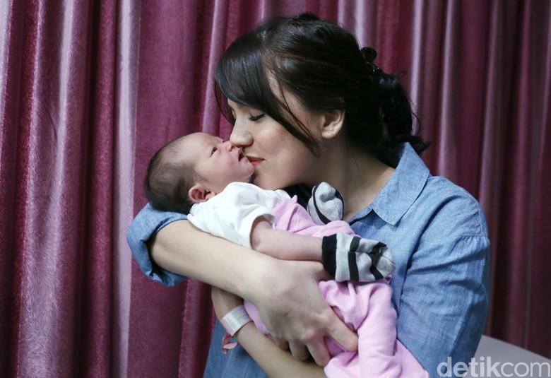 Alice Norin Alami Baby Blues Pasca Melahirkan