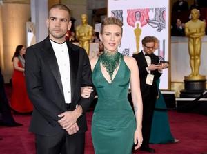 Cerita Scarlett Johansson yang Sempat Kehilangan Pompa ASI di Oscars 2015
