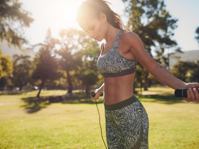 Ternyata skipping bisa turunkan berat badan. Foto: skipping