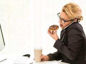 Cegah Perut Buncit, Ini 6 Cara Atur Asupan Makanan di Kantor