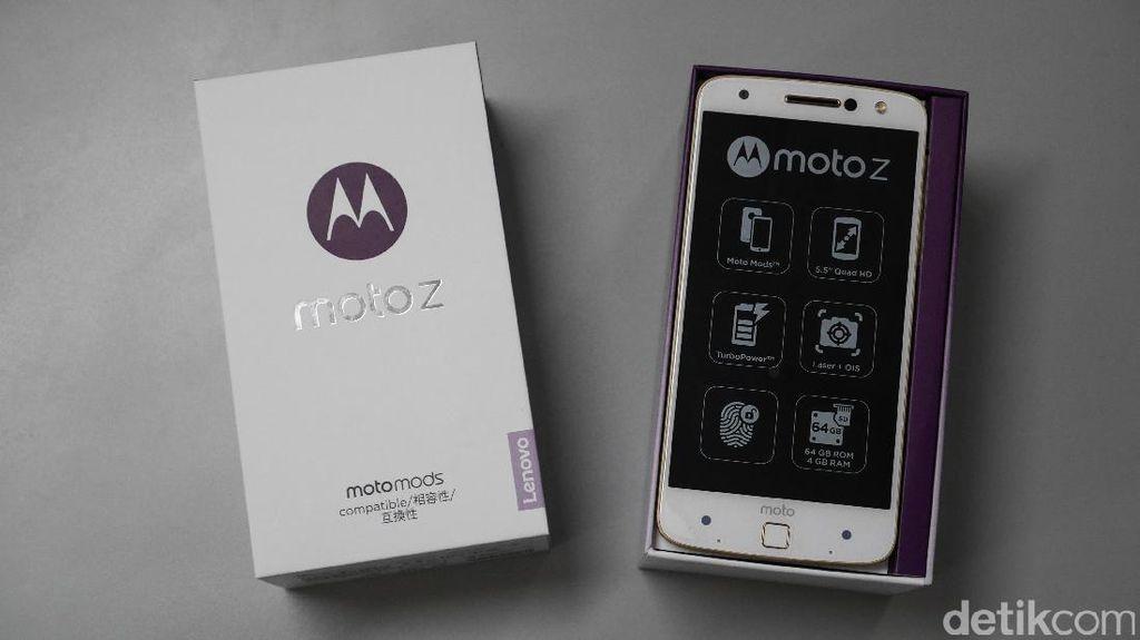 Moto Z menggunakan layar 5,5 inch AMOLED dengan resolusi 2560 x 1440 pixel. Foto: detikINET - Anggoro Suryo Jati