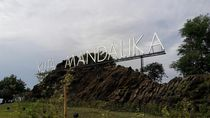 Asyik! Ada Spot Selfie Baru Buat Turis di Pantai Kuta Mandalika Lombok