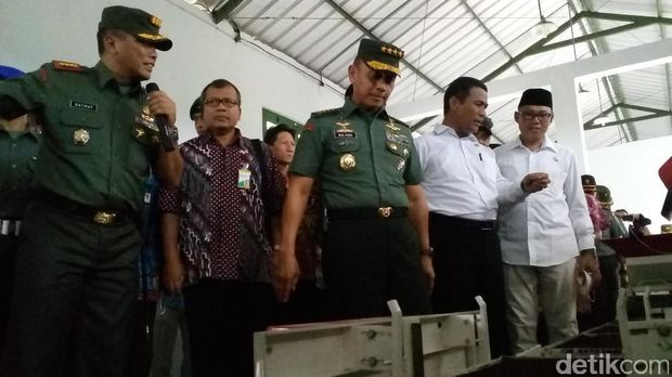 Mentan Amran kunjungi sentra pertanian padi TNI AD di Jombang