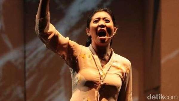 Aksi Panggung Para Artis di Teatrikal Manusia Istana