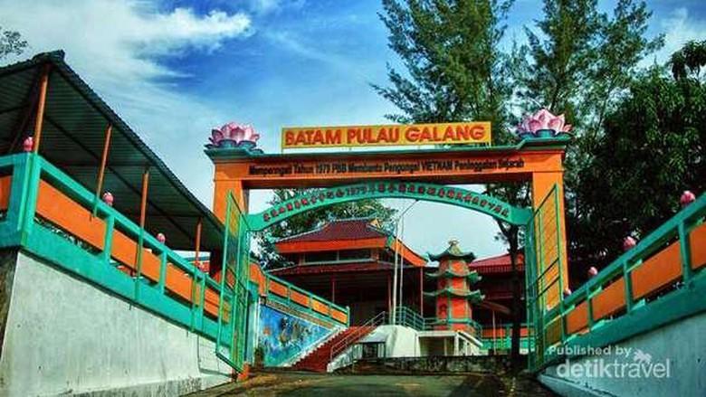 Vihara di Pulau Galang, Kepulauan Riau