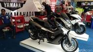 Bujug, Senangnya Anak-anak Mandi di Bagasi Motor Yamaha NMAX