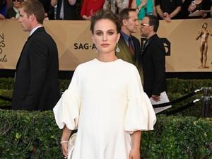 Natalie Portman Tampil Modest dan Elegan Saat Hamil di SAG Awards