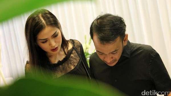 Pelukan Hangat Jessica Iskandar untuk Ruben Onsu