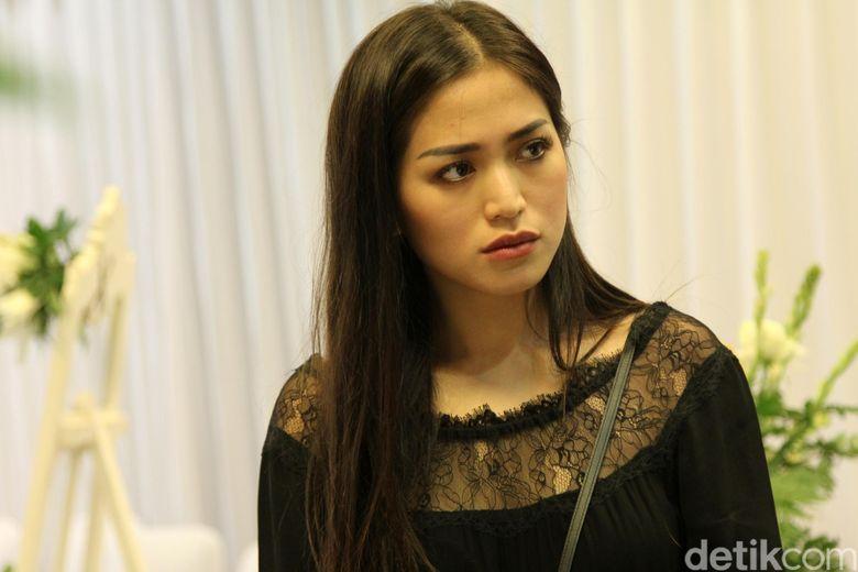 Jessica Iskandar tampak hadir di Rumah Duka Sentosa, Jakarta Pusat pada Senin (30/1/2017).
