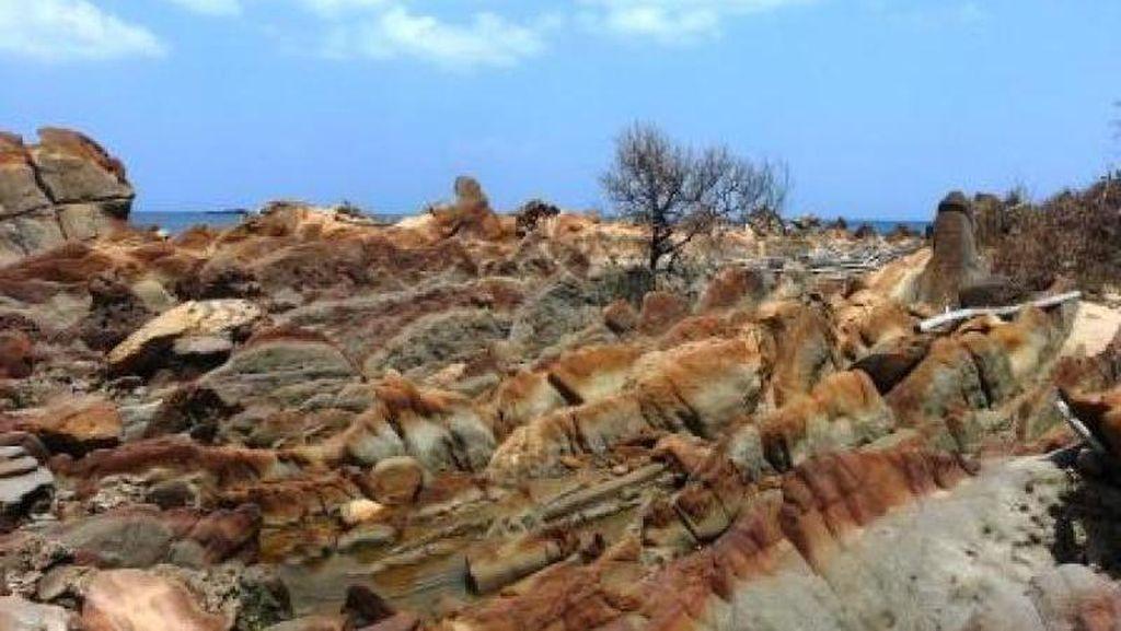 Viral Crosser Lindas Batu Batik, Yuk Jaga Kawasan Geopark Ciletuh!