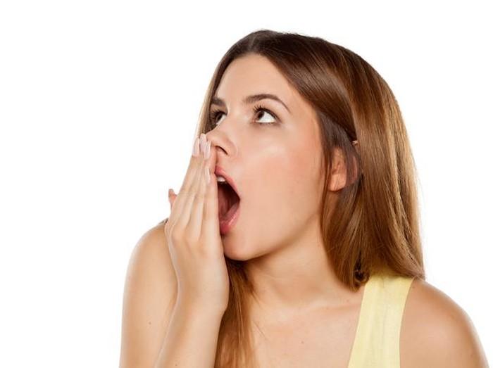 Kunyah makanan seperti peterseli atau selada bisa menghilangkan napas tak sedap/Foto: iStock