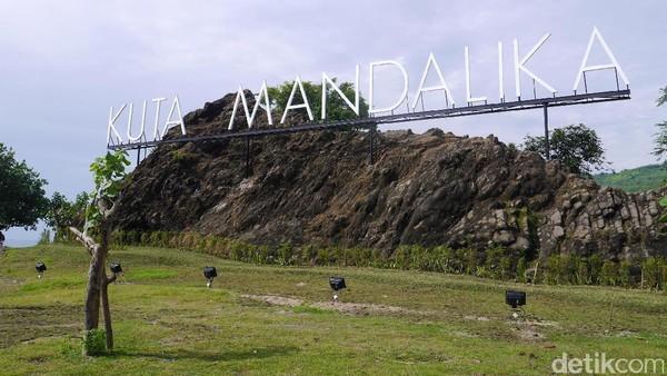 Yang duluan terkenal dari kawasan Mandalika adalah Pantai Kuta, Lombok di ujung Barat Mandalika. Kawasan Pantai Kuta kini menjadi yang paling berkembang dibanding spot lain di Mandalika (Kurnia/detikTravel)