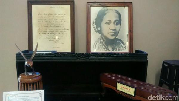 Museum RA Kartini diresmikan pada 21 April 1977. Tak hanya menyimpan barang-barang RA Kartini, ada pula beragam koleksi benda purba lho. (Museum RA Kartini)