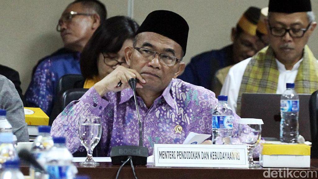 Mendikbud: Kakak Iriana Jokowi Kena Rotasi Guru di Solo