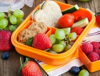 Bekal buah sehat untuk anak.