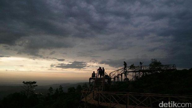 Bukit Panenjoan di Purwakarta
