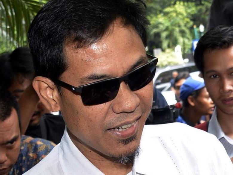 Beda Polisi dan Munarman soal Rekaman CCTV Masjid