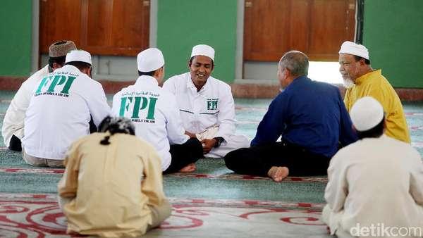 Khilafah Islamiyah Terang Benderang Versi FPI