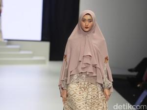 Gaya Baru Busana Muslim Syari di Indonesia Fashion Week 2017