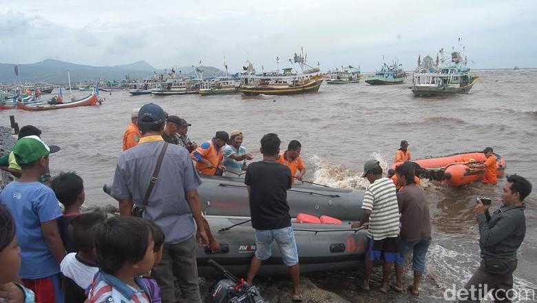 Ombak 3 Meter, Pencarian ABK Kapal Motor Tenggelam Dihentikan