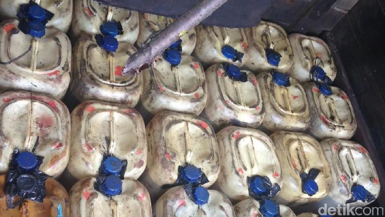 Polisi Amankan 37 Jeriken BBM Bersubsidi Ilegal di Rohul Riau