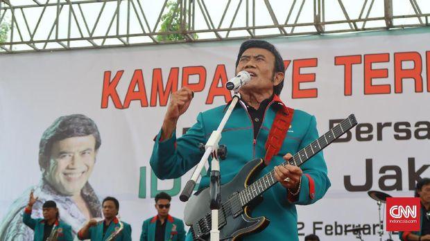 Ketua Umum Partai Idaman Rhoma Irama saat konser deklarasi pasangan nomor urut tiga, Anies Baswedan-Sandiaga Uno di Ciracas, Jakarta Timur, Februari 2017.
